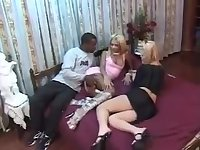 Tranny fucks a guy in interracial threesome