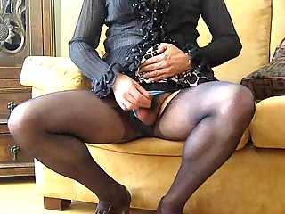 Amateur crossdresser shows his sexual skills