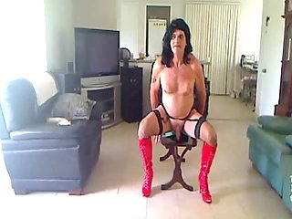 Amateur crossdresser in red boots solo