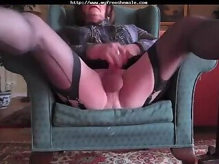 Mature CD Wanking
