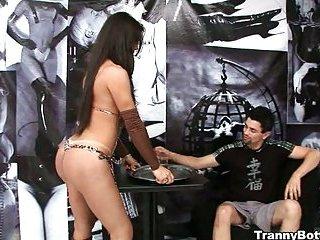 He fucks her sexy bum