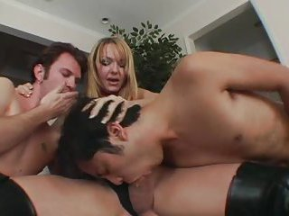 Blonde tranny gets her dicks sucked before threesome