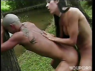 Outdoor anal fuck from a skilful tranny