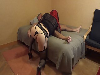 Sophie Soft wiggles her ass for better blowjob