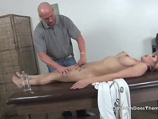 Shemale gets Christian's Massage