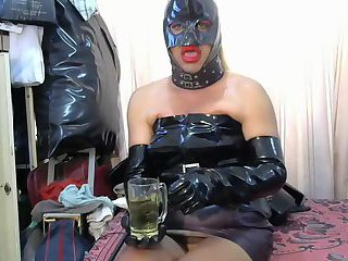 Cd in latex pissing solo